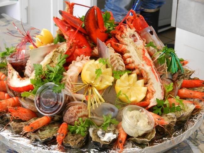Poissonnerie la petite mar e coquillages et crustac s poissonnerie restauration emporter - Decoration plateau fruit de mer ...